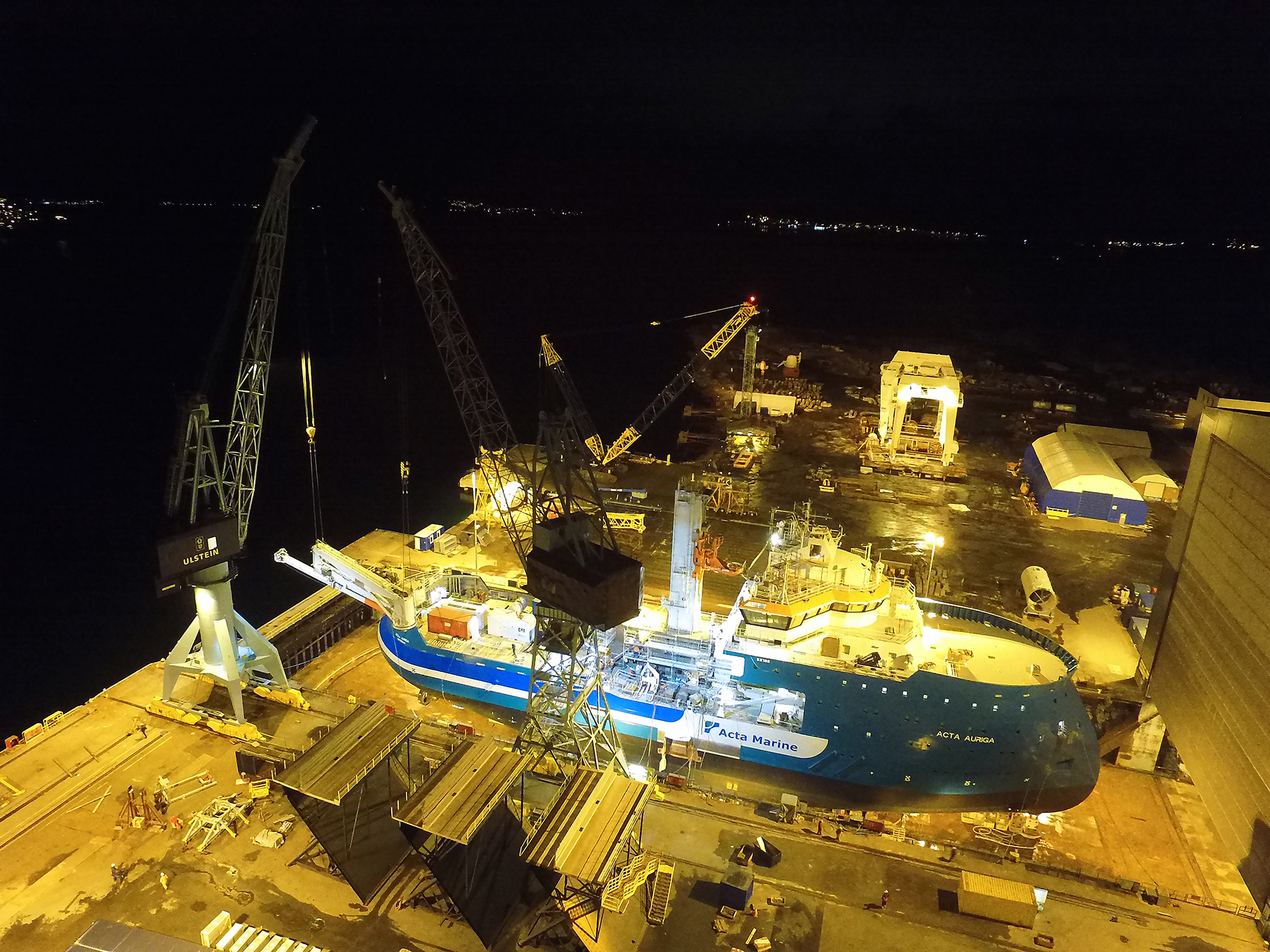 The SMST crane and tower being installed on the Acta Auriga. (Photo: Benny Banen, Acta Marine)